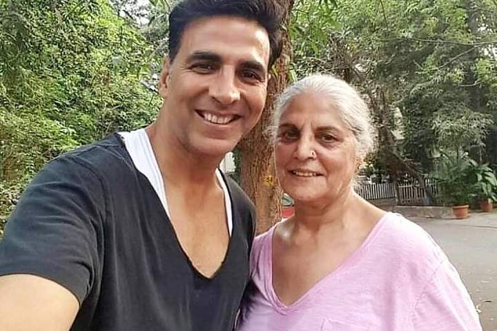 Akshay Kumar Spends Quality Time On His Moms Birthday
