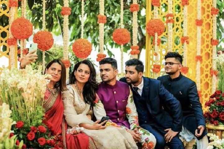 Bollywood Stars Extend Bhai Dooj Greetings