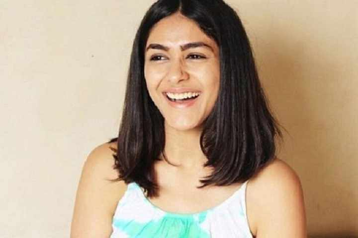 Very Few Filmmakers Give Women Characters an Equal Footing in Their Movies: Mrunal Thakur