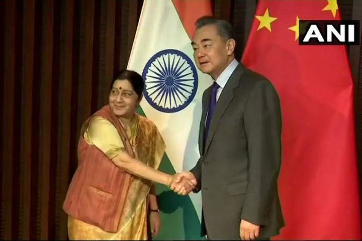 External Affairs Minister Sushma Swaraj Meets Her Chinese counterpart Wang Yi in Wuzhen
