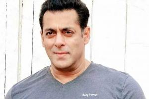 Salman Khan provides 1 lakh hand sanitizers to Mumbai Police